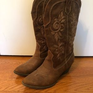 Adorable Rampage Cowgirl Boots Size 8